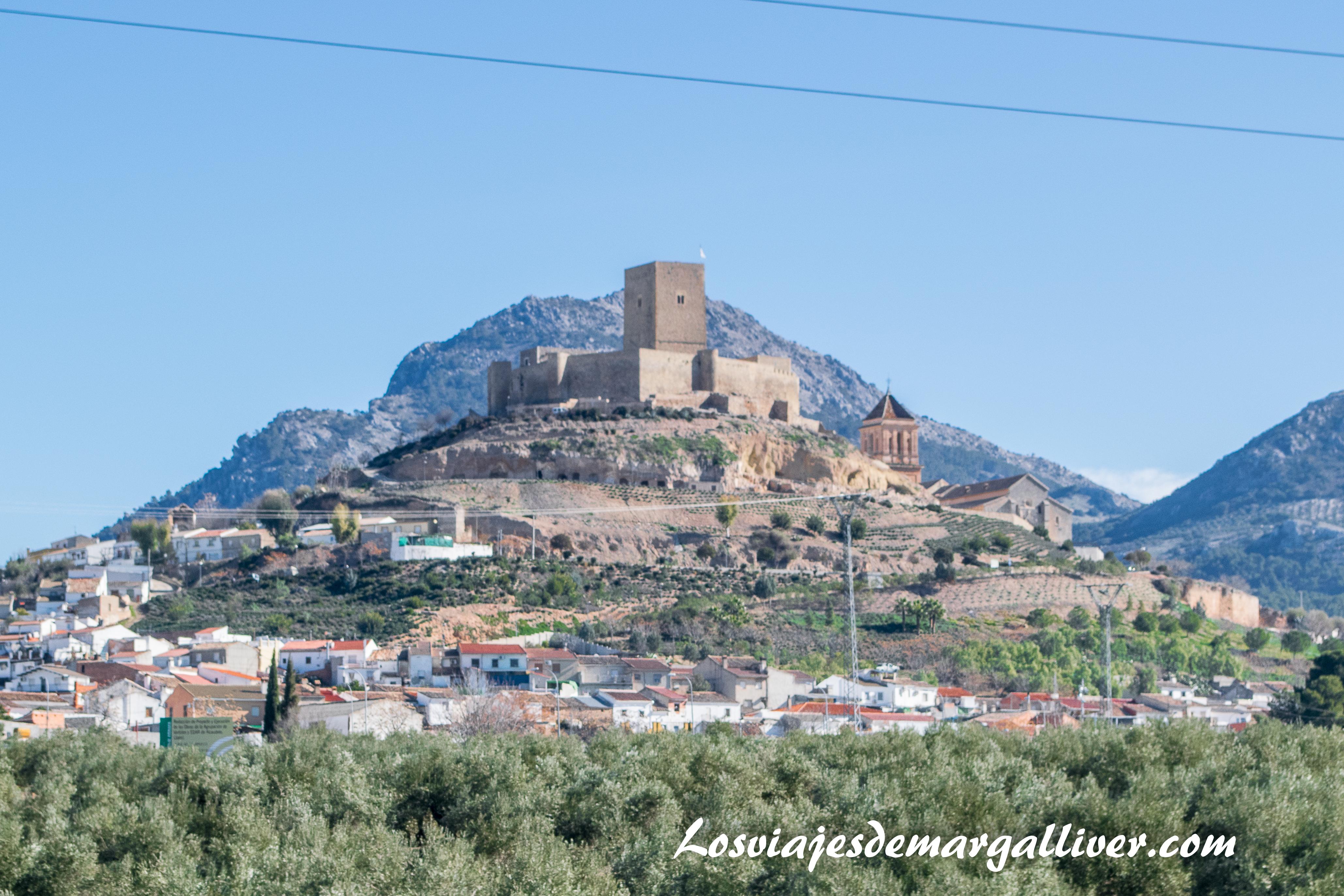Vistas del castillo de Alcaudete desde la carretera, pueblos de Jaén - Los viajes de Margalliver